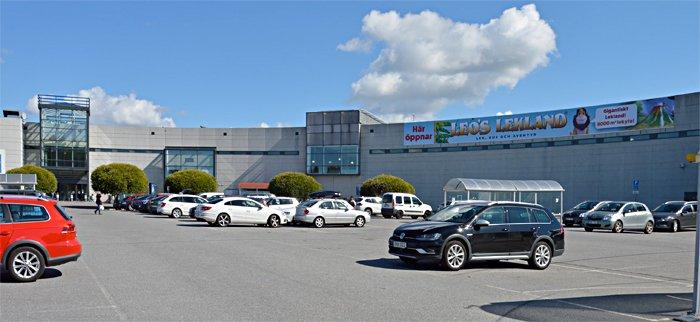 Byggmästargruppe bygger om köpcentrum i Kungens Kurva för BTI Vinkeln AB.