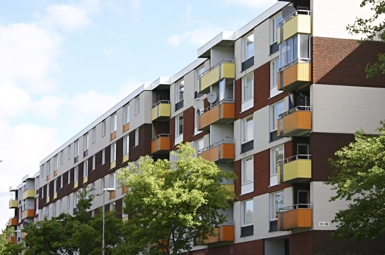 Byggmästargruppen renoverar åt Väsbyhem på Hasselgatan i Väsby.